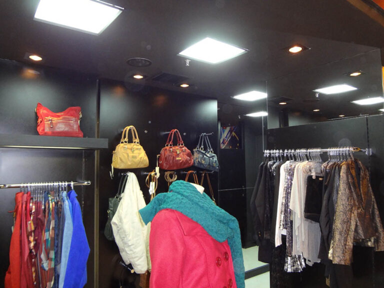 Ganuchi - Bourbon Shopping Wallig (3)